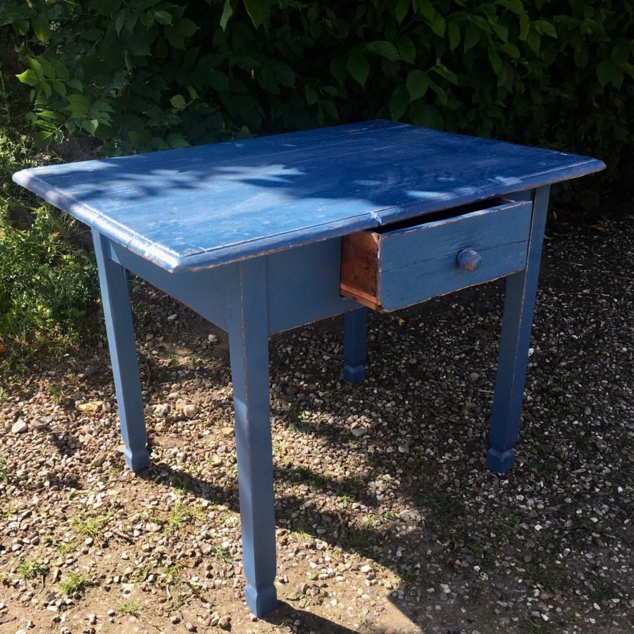 Bord blå