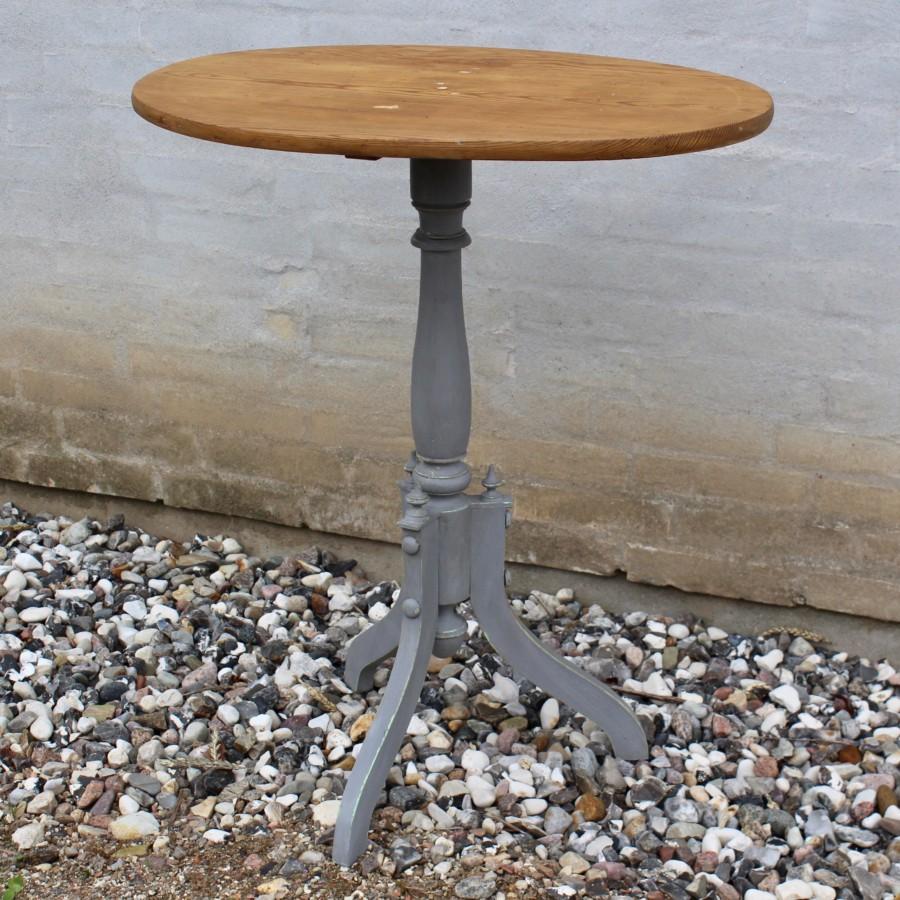 Lille antikt ovalt pedestalbord