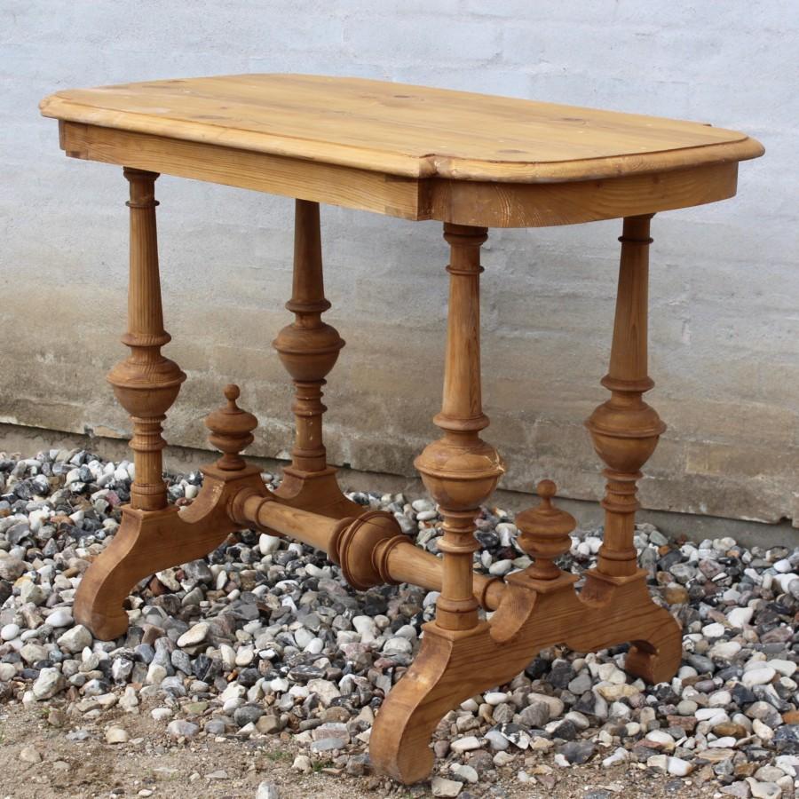 Antikt udskåret salonbord